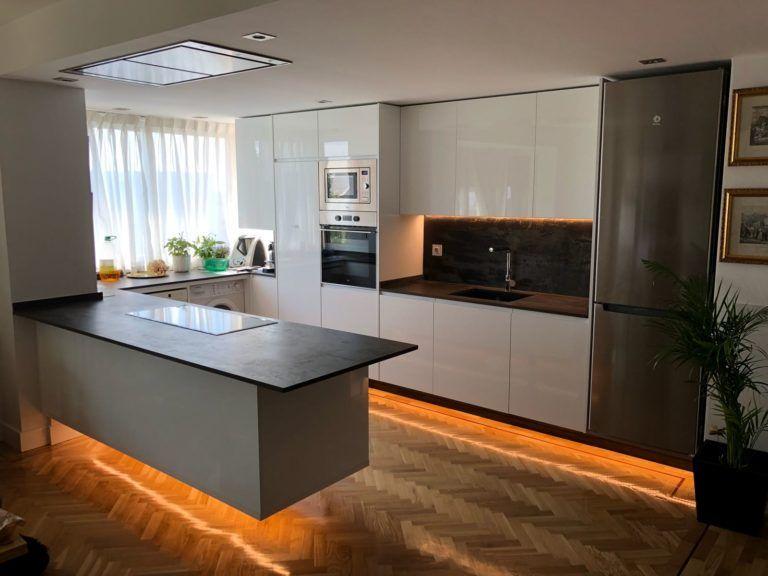 Cocinas Pequenas Con Muebles Blancos.Diseno De Cocina Moderna Pequena En Madrid El Corte Maderero
