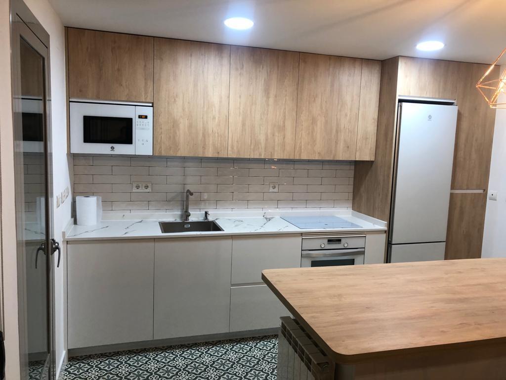 Diseño de cocina en Formica Blanco